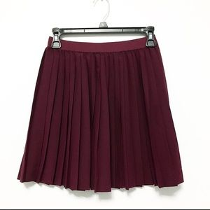 H&M Divided Pleated Mini Skirt Burgundy Size 4